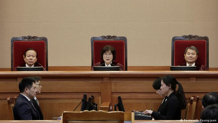 South Korean acting Constitutional Court's Chief Judge Lee Jung-mi (C) attends the final hearing on whether to confirm the impeachment of President Park Geun-hye at the Constitutional Court in Seoul (Reuters/A. Young-joon)
