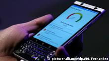25.02.2017 Vor Beginn des Mobile World Congress in Barcelona, Spanien, wird am 25.02.2017 das neue Mobiltelefon KEYone von BlackBerry vorgestellt. Foto: Manu Fernandez/AP/dpa +++(c) dpa - Bildfunk+++  