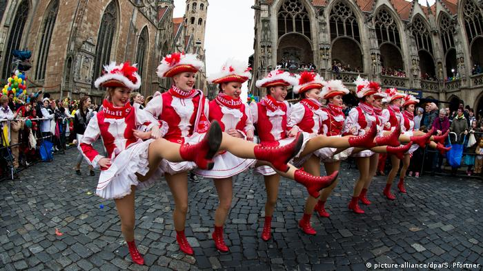 Braunschweiger Karnevalsumzug (picture-alliance/dpa/S. Pförtner)