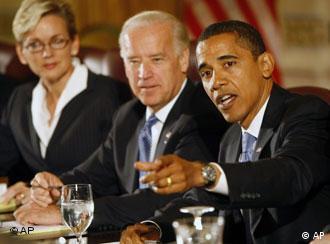 Obama und Biden am Tisch. (AP Photo/Pablo Martinez Monsivais)