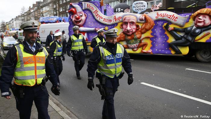 Karneval - Rosenmontag - Sicherheit (Reuters/W. Rattay)