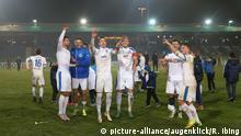 Wie nach dem DFB-Pokalerfolg über Bayer Leverkusen wollen die Spieler der Sportfreunde Lotte auch jetzt wieder jubeln