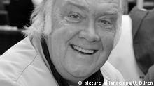 ARCHIV - Der Schauspieler Martin Lüttge lächelt am 27.06.2009 in München (Bayern) beim Sommerfest der Agenturen. Foto: Ursula Düren dpa (zu dpa-KORR Tod im «Tatort» war ihm zu nervig - Schauspieler Martin Lüttge 70 vom 01.07.2013) +++(c) dpa - Bildfunk+++ | Verwendung weltweit