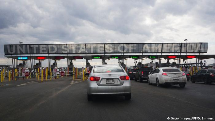 Cars line up to cross into the US at the US-Canadian border in Quebec