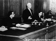 Kruchev ao anunciaro ultimato em Moscou em novembro de 1958