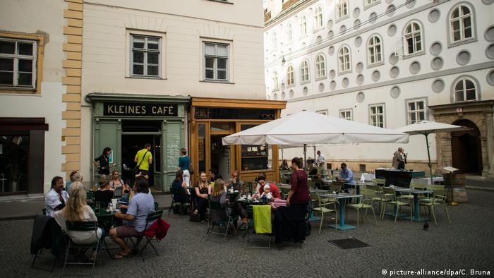 Bald wieder möglich: Wiener Kaffeehauskultur - zumindest draußen