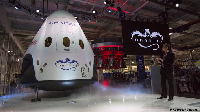 SpaceX CEO Dragon V2 (Reuters/M.Anzuoni)