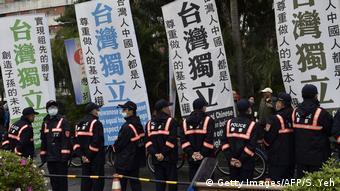 Unabhängigkeit für Taiwan auf Transparenten in Taipeh (Foto: Getty Images/AFP/S. Yeh)