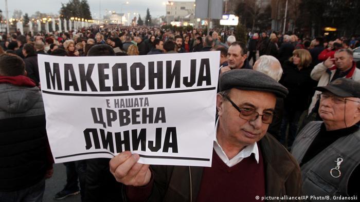Mazedonien Skopje Demonstration (picture-alliance/AP Photo/B. Grdanoski)