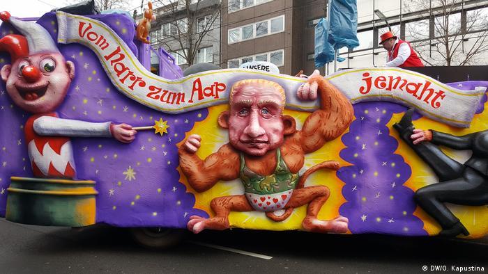 Путін в образі мавпи на карнавалі в Дюссельдорфі