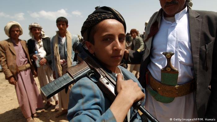 Symbolbild Kindersoldaten im Jemen (Getty Images/AFP/M. Huwais)