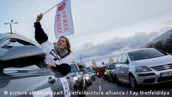 Deustchland  Autokorso für inhaftierten Journalisten Yücel in Berlin