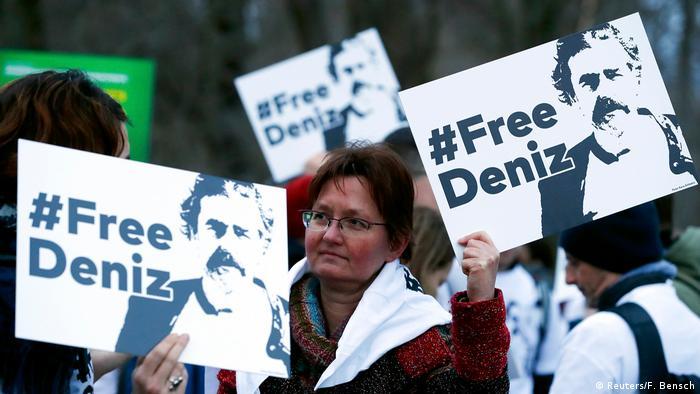 Deutschland | Demo für die Freilassung von Welt-Korrespondent Deniz Yücel (Reuters/F. Bensch)