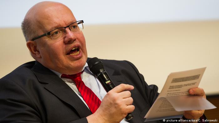 Deutschland Peter Altmaier beim Integrationsforum in Berlin (picture-alliance/dpa/C. Sabrowski)