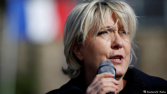 El Parlamento Europeo retiró hoy la inmunidad a la eurodiputada y candidata presidencial francesa del partido populista de extrema derecha Frente Nacional. Marine Le Pen es investigada por colgar fotos de víctimas de la milicia terrorista Estado Islámico en Twitter. El retiro de la inmunidad permite que una corte de París presente cargos en su contra. (2.03.2017)