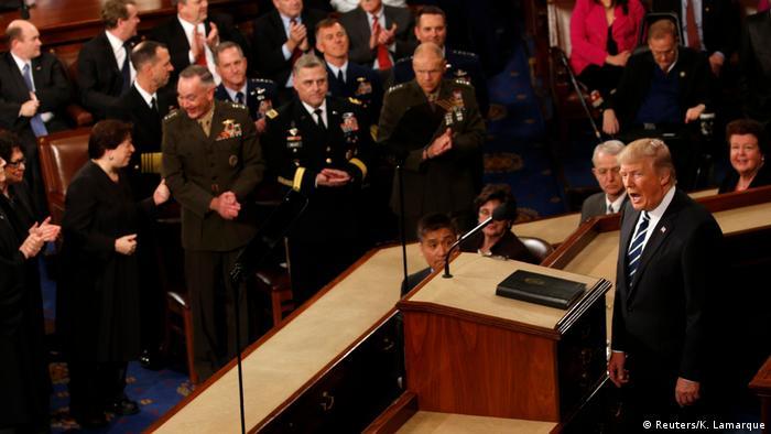 Дональд Трамп выступает с первой речью в Конгрессе США