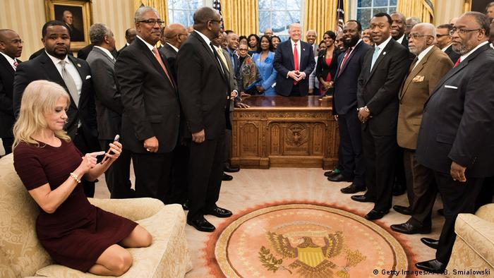 USA Kellyanne Conway beim Empfang im Oval Office (Getty Images/AFP/B. Smialowski)