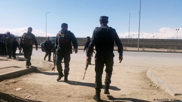 Afghanistan Sicherheitskräfte nach einem Anschlag in Kabul (Reuters/O. Sobhani)
