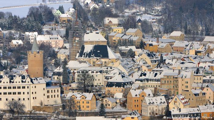 Vista aérea do inverno na cidade de Zschopau, na região do Erzgebirge