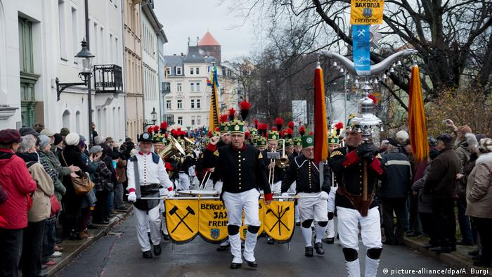 Erzgebirge - Bergparade in Freiberg (picture-alliance/dpa/A. Burgi)