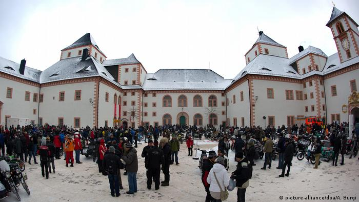 Erzgebirge - 42. Biker-Wintertreffen in Augustusburg (picture-alliance/dpa/A. Burgi)