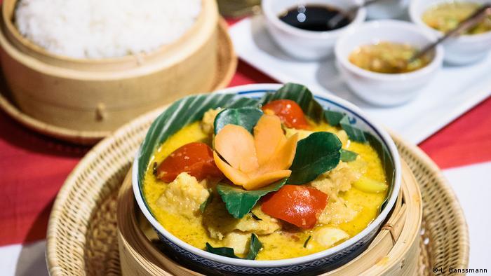 Amok Trey, gedämpfter Fisch mit Reis, ist das Nationalgericht Kambodschas (Foto: Lena Ganssmann)