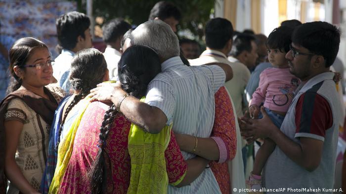 Indien - Bestattung Srinivas Kuchibhotla Opfer der Kansas Schießerei (picture- alliance/AP Photo/Mahesh Kumar A.)