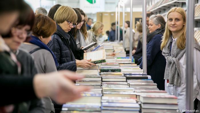 На книжной ярмарке в Вильнюсе