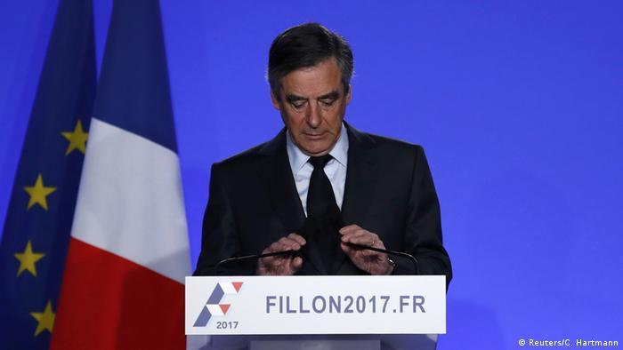 Frankreich Ansprache Francois Fillon (Reuters/C. Hartmann)