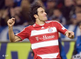 Munich's Luca Toni celebrates his first goal during the German first division Bundesliga soccer match between FC Schalke 04 and Bayern Munich in Gelsenkirchen