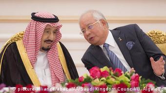 Saudi Arabien Salman bin Abdulaziz Al Saud in Malaysia mit Premierminister Razak