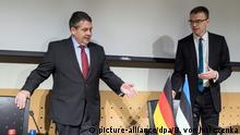 Deutschland Außenminister Gabriel in Estland mit Sven Mikser