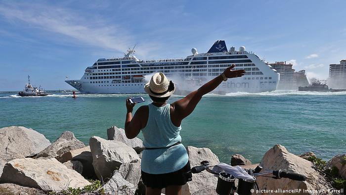 Kuba - Kreuzfahrt (picture-alliance/AP Images/P. Farrell)