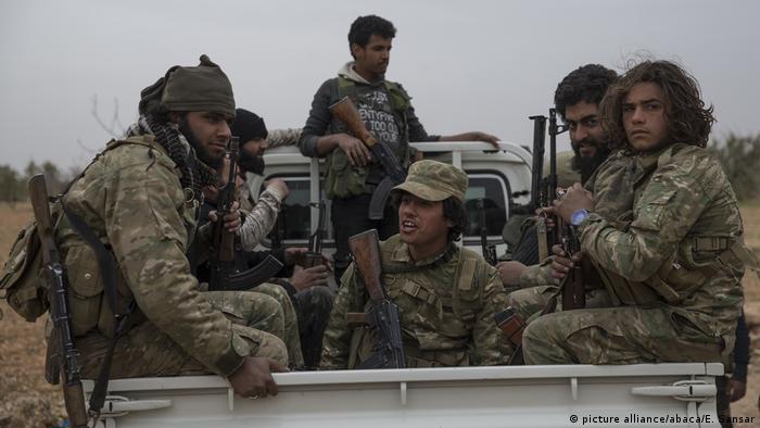 Syrien Soldaten (picture alliance/abaca/E. Sansar)