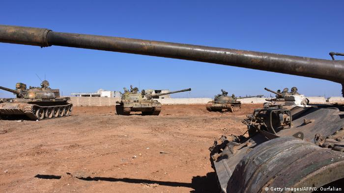 Syrien Konflikt Panzer (Getty Images/AFP/G. Ourfalian)