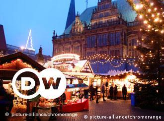 Rund ums Bremer Rathaus erwarten den Besucher über 170 weihnachtlich geschmückte Stände. Die historische Kulisse, die liebevoll dekorierten Buden und Stände, die romantische Beleuchtung - all das schafft ein besonderes Flair. In der Luft liegt der Duft von Tannengrün und Bienenwachs, Glühwein, heißen Maronen und deftigen Speisen, aber auch von süßem Gebäck und frisch gebackenen Waffeln.