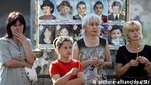 epa01105814 Women hold candles during a commemoration ceremony to mark the anniversary of the 2004 school massacre in Beslan's School No. 1, Russia 01 September 2007. On September 1, 2004, suspected Chechen terrorists took around 1200 school children and teachers hostage and barricaded in the school. The siege ended on September 3, when Russian security forces stormed the school. More than 300 civilians died in the bloody shootout, 186 of them children, according to official data. EPA/STR |
