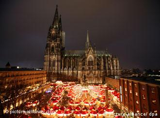 Târgul de Crăciun din Köln, situat în vecinătatea celebrului Dom