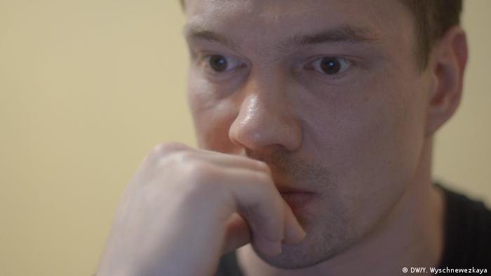 Russland Ildar Dadin nach der Freilassung aus dem Gefängnis (DW/Y. Wyschnewezkaya)