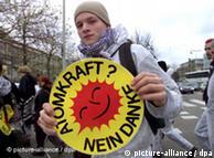 El 26 de marzo, más de 250.000 personas protestaron contra la política nuclear de Merkel.