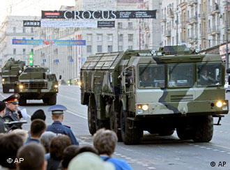 نمونهای از موشکهای روسیه در یک رژه نظامی در مسکو