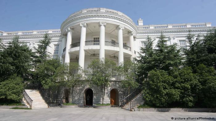 China | Replica von Kulturdenkmälern | White House in Hangzhou (picture-alliance/Photoshot)