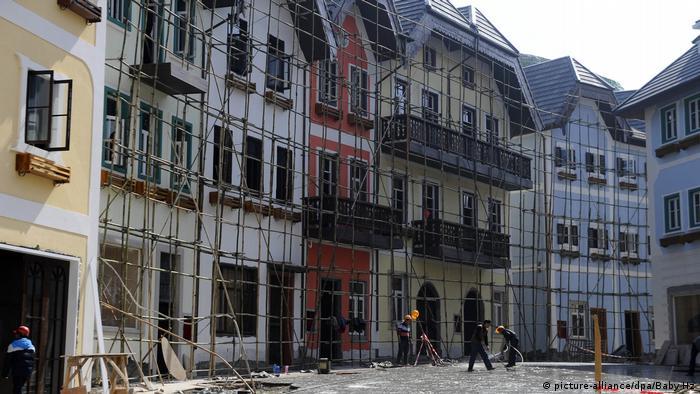 China | Replica von Kulturdenkmälern | Hallstatt in Boluo (picture-alliance/dpa/Baby Hz)