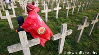 Umjetno groblje koje su tijekom prosvjeda u Njemačkoj izgradili protivnici nukelarne energije