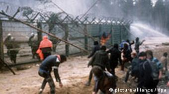 Demonstranten an der geplanten atomaren Wiederaufbereitungsanlage Wackersdorf
