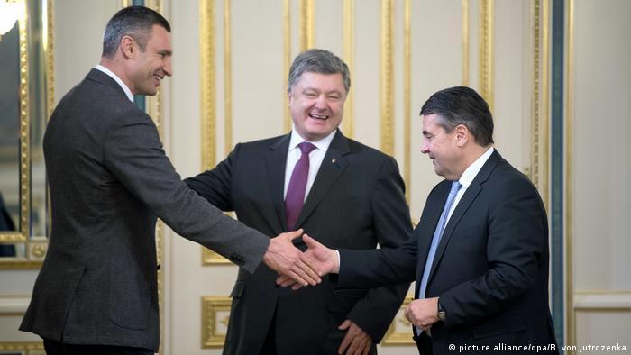 Außenminister Gabriel in der Ukraine (picture alliance/dpa/B. von Jutrczenka)