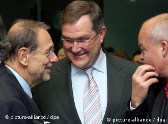 El jefe de la diplomacia europea, Javier Solana, y Franz Josef Jung, ministro alemán de Defensa