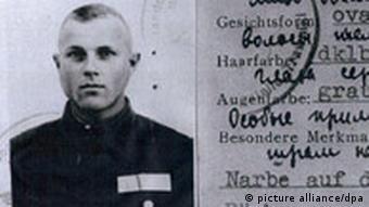 Dienstausweis von Ivan Demjanjuk, mutmaßlicher Nazi-Kriegsverbrecher