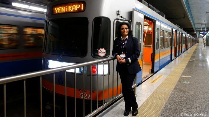 Internationaler Frauentag - Frauen in typischen Männerberufen Weltweit (Reuters/O. Orsal)