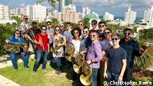 USA Miami Beach - Moderatorin Sarah Willis mit Mitgliedern der New World Symphony